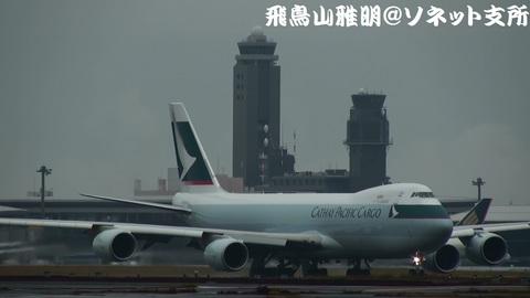 B-LJE@成田国際空港 (CX005便。管制塔と一緒に…)