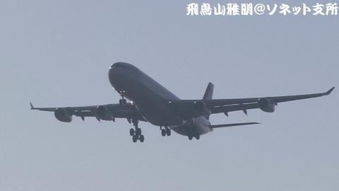 スイス インターナショナル エアラインズ HB-JMK@成田国際空港(RWY34Lエンドより)。モロ逆光ですが…。