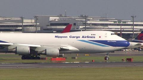 日本貨物航空 JA01KZ ~インターセクションディパーチャー。A3から離陸~