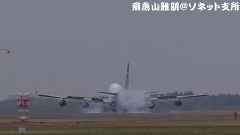 JA02KZ・着陸の瞬間。