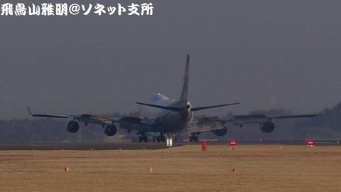 着陸滑走中のJA02KZ。この日の撮影が、私にとって最後のJA02KZの撮影となってしまいました…。